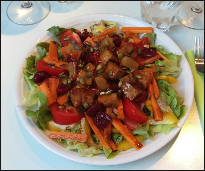 150730 salat mit süßlupinenfilet