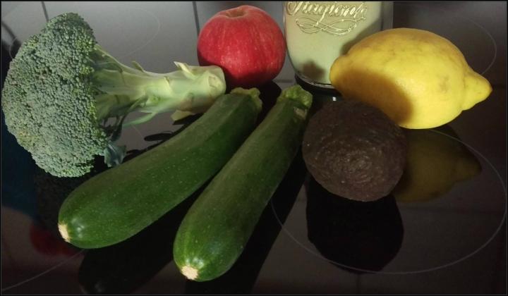 150807 avocado broccoli smoothie I