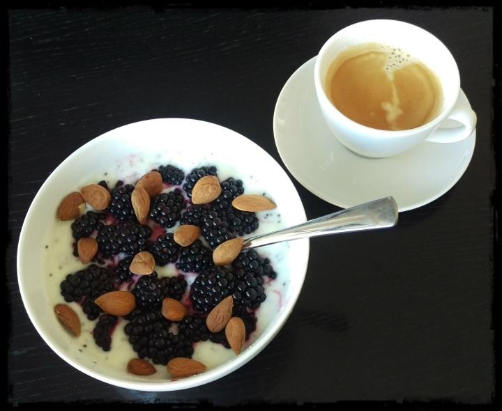 150813 joghurt mit brombeeren