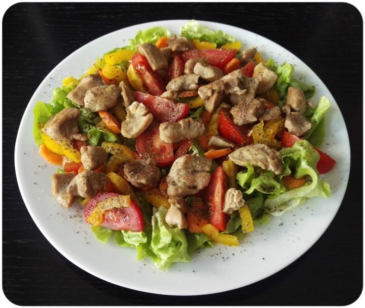 150830 salat m. putengeschnetzeltem