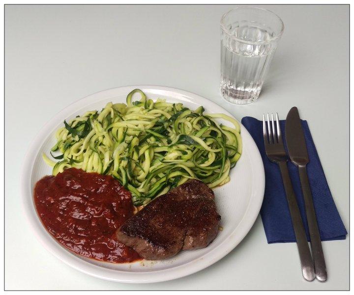 150926 rinderfilet m zucchini-spaghetti