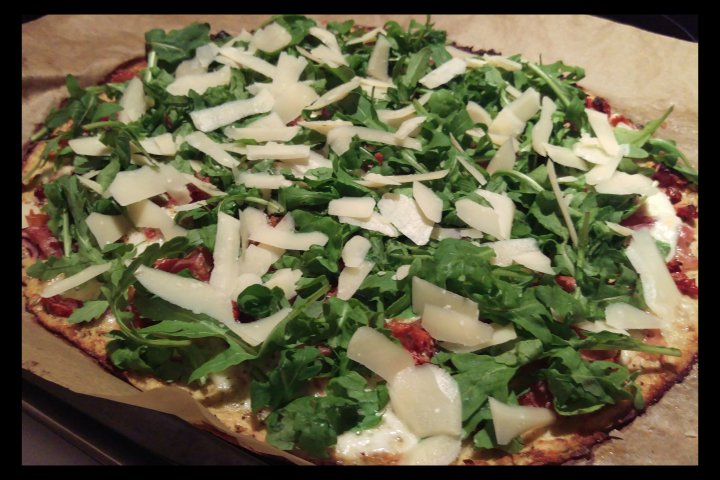 151004 low carb pizza m rucola