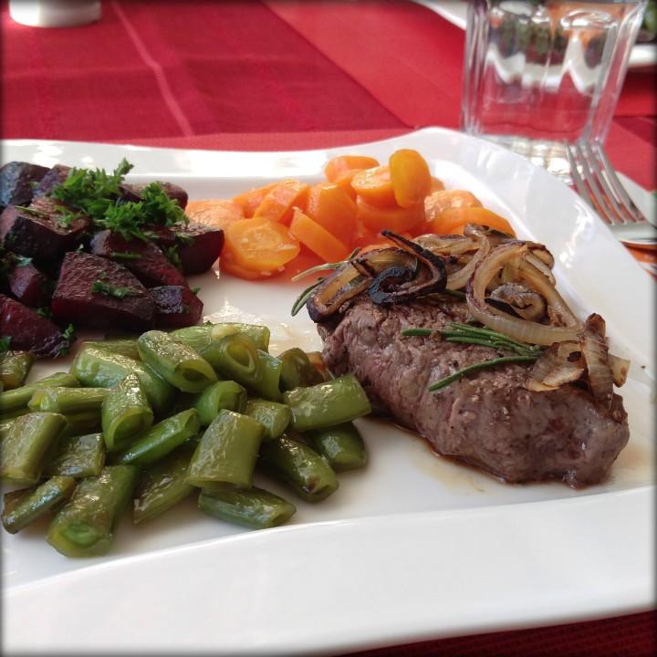 151031 steak m rote Beete u gemüse