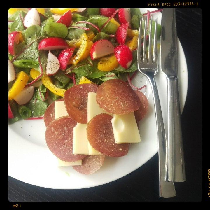 161108-salamikaesebrot-m-salat