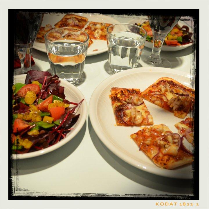 170224-pizza-sepia-2